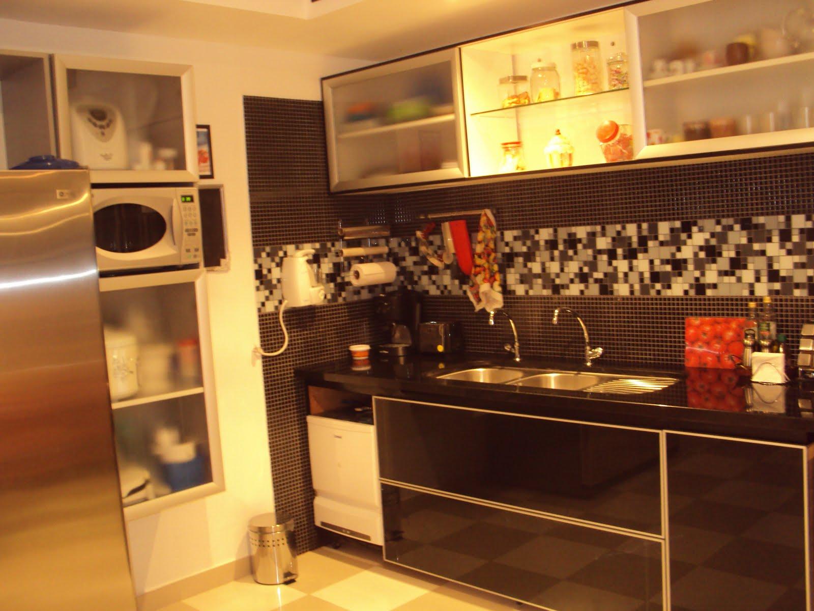 Novos armários na cozinha: gabinete da pia #BD800E 1600 1200