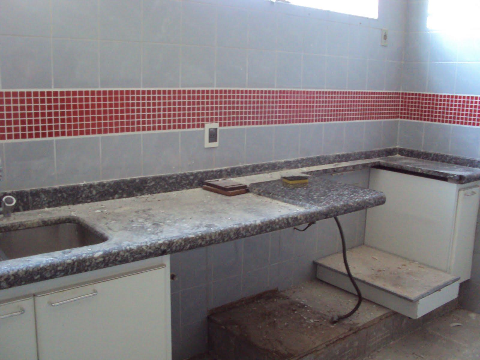 que algumas pastilhas vermelhas podem fazer por uma cozinha se  #714141 1600x1200 Banheiro Com Azulejo Ate A Metade