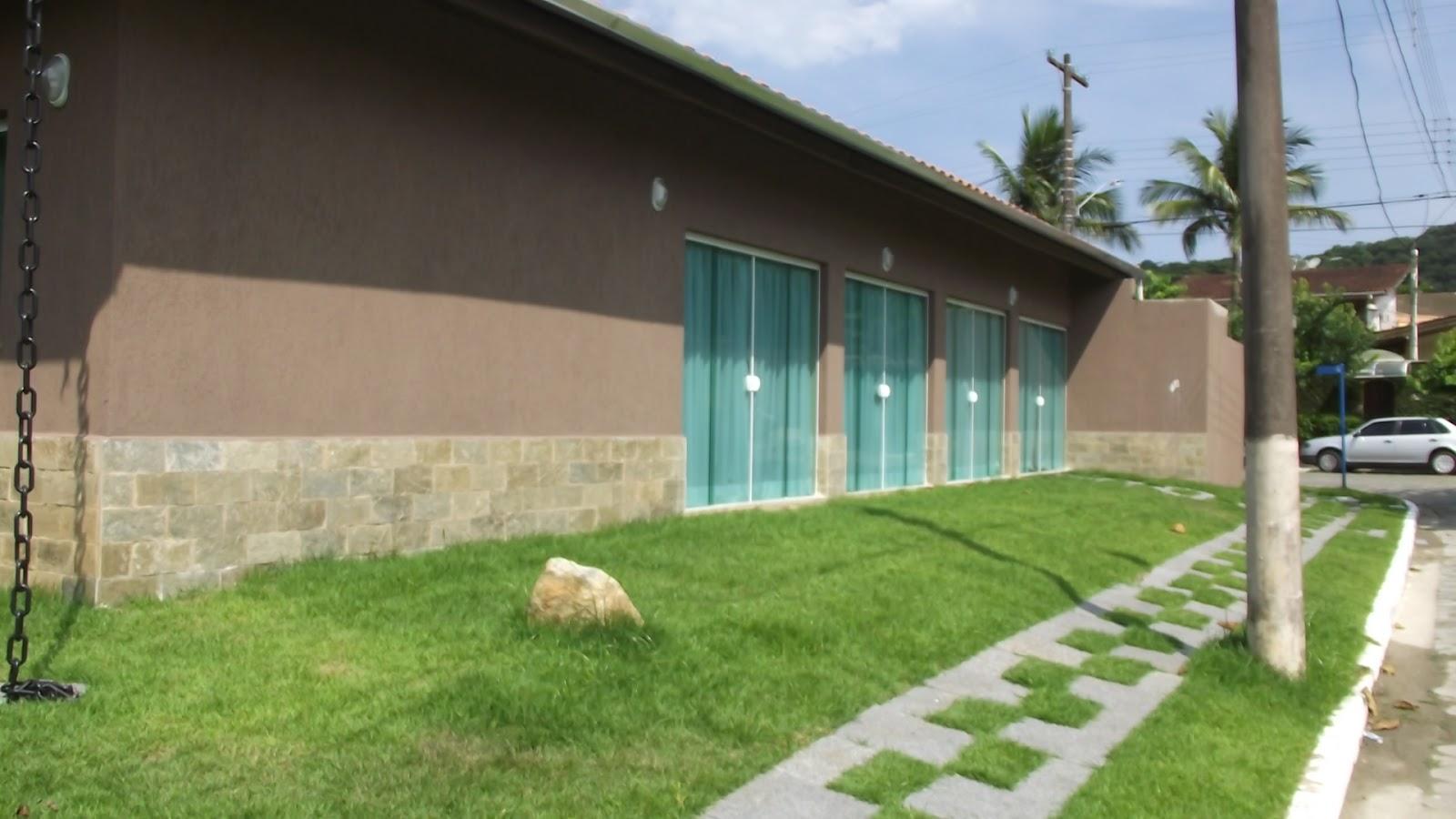 foto da fachada #6E8C3F 1600x900 Banheiro Cachorro Grama