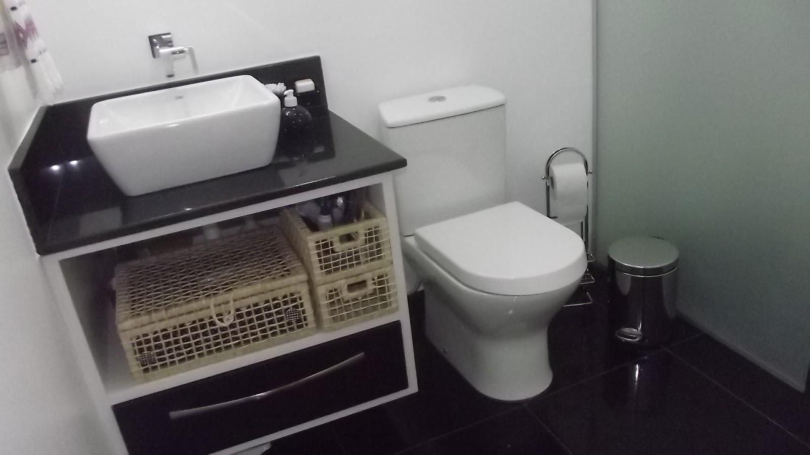 Mais um antes e depois: banheiro se fosse na minha casa #675D4E 1600 900
