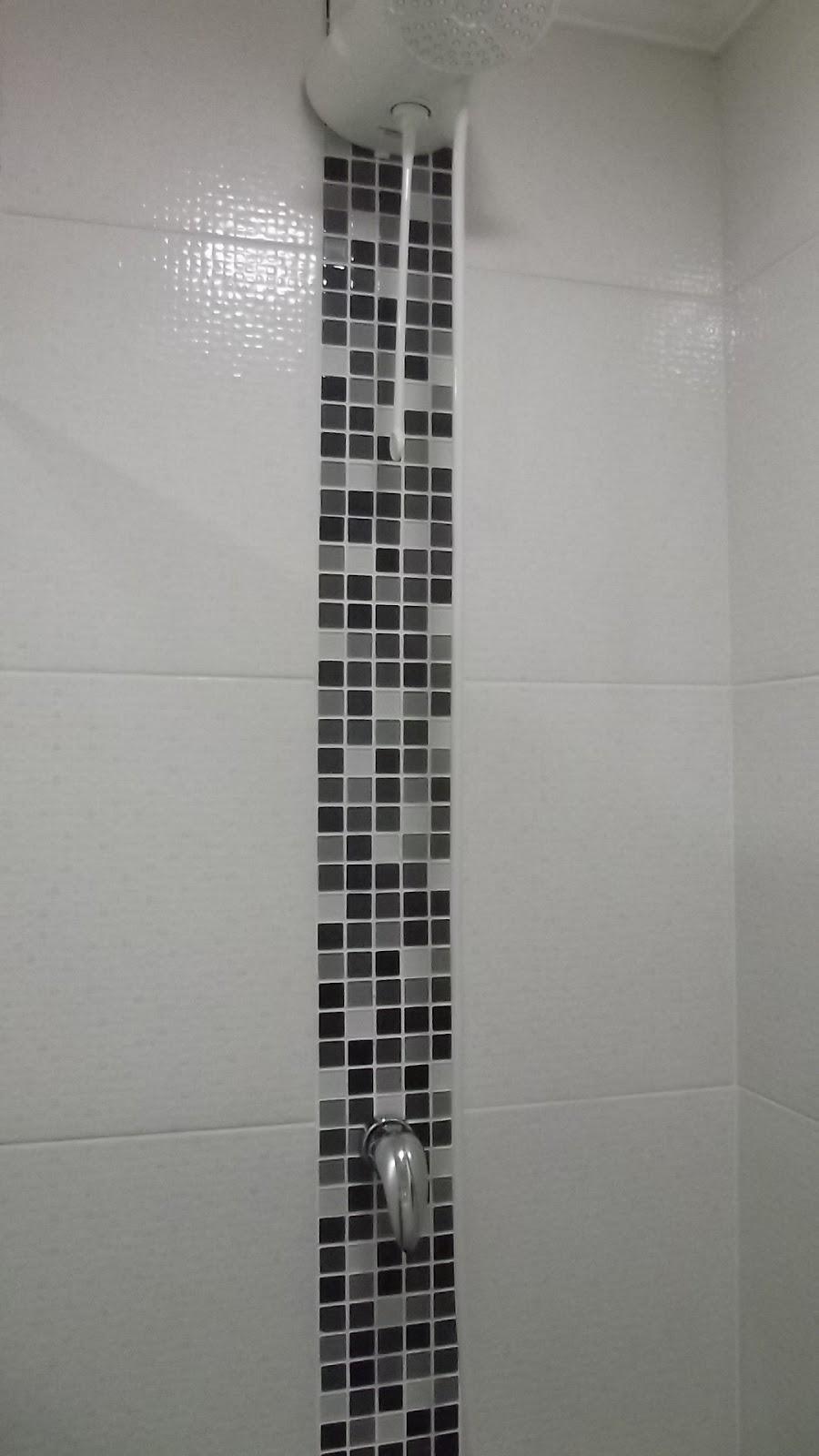 Mais um antes e depois banheiro  se fosse na minha casa -> Banheiro Com Faixa De Pastilha Atras Do Vaso