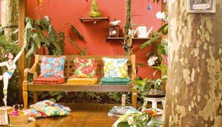 banco de almofadas coloridas