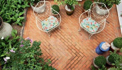 05-cinco-jardins-lindos-feitos-de-vasos (1)