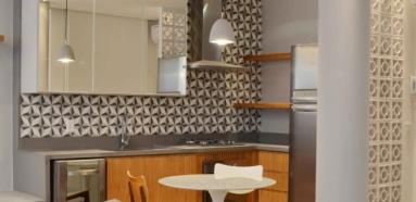 na-cozinha-do-apartamento-assinado-pela-arquiteta-eliane-fiuza-o-ladrilho-hidraulico-na-parede-e-a-divisoria-em-cobogo-a-dir-ambos-de-visual-retro-fogem-de-uma-decoracao-datada-1386776933985_615x300