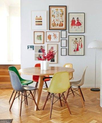 9-cadeiras-coloridas-mesa-madeira