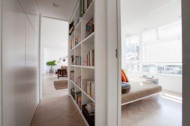 Dicas-de-Decoração-Para-Apartamentos-Pequenos-Estante-Livros-Corredor-Casa-Show-