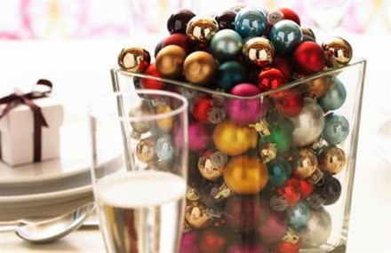 Creative-and-Cheerful-Christmas-Table-Decorating-with-ball-5B1-5D