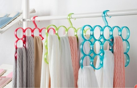 Plastic-Round-hanging-scarf-hanger-colorful-round.jpg