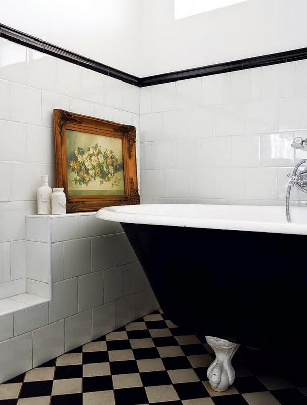 banheiro preto e branco arquitrecos via spearmintdecor.jpg
