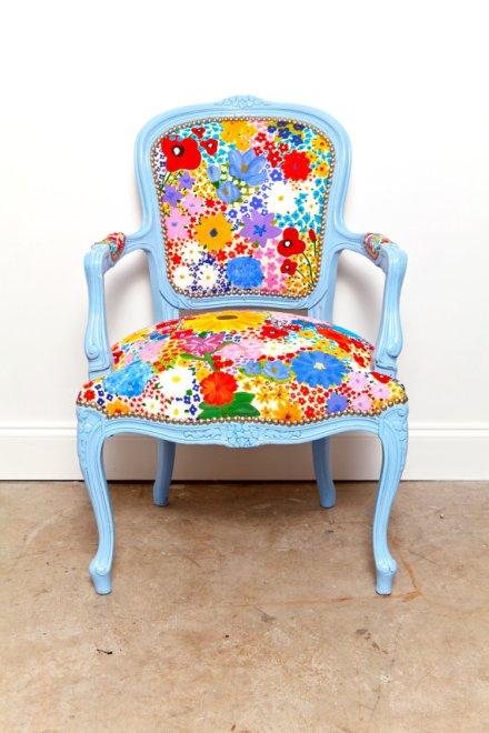 cadeira poltrona retaurada azul e colorido.jpg