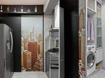 portas-de-correr-e-divisorias-funcionam-como-murais-decorativos-aqui-entre-cozinha-e-area-de-servico-a-parte-fixa-recebeu-tinta-esmalte-preta-fosca-e-a-porta-de-correr-a-aplicacao-de-um-adesivo-15489